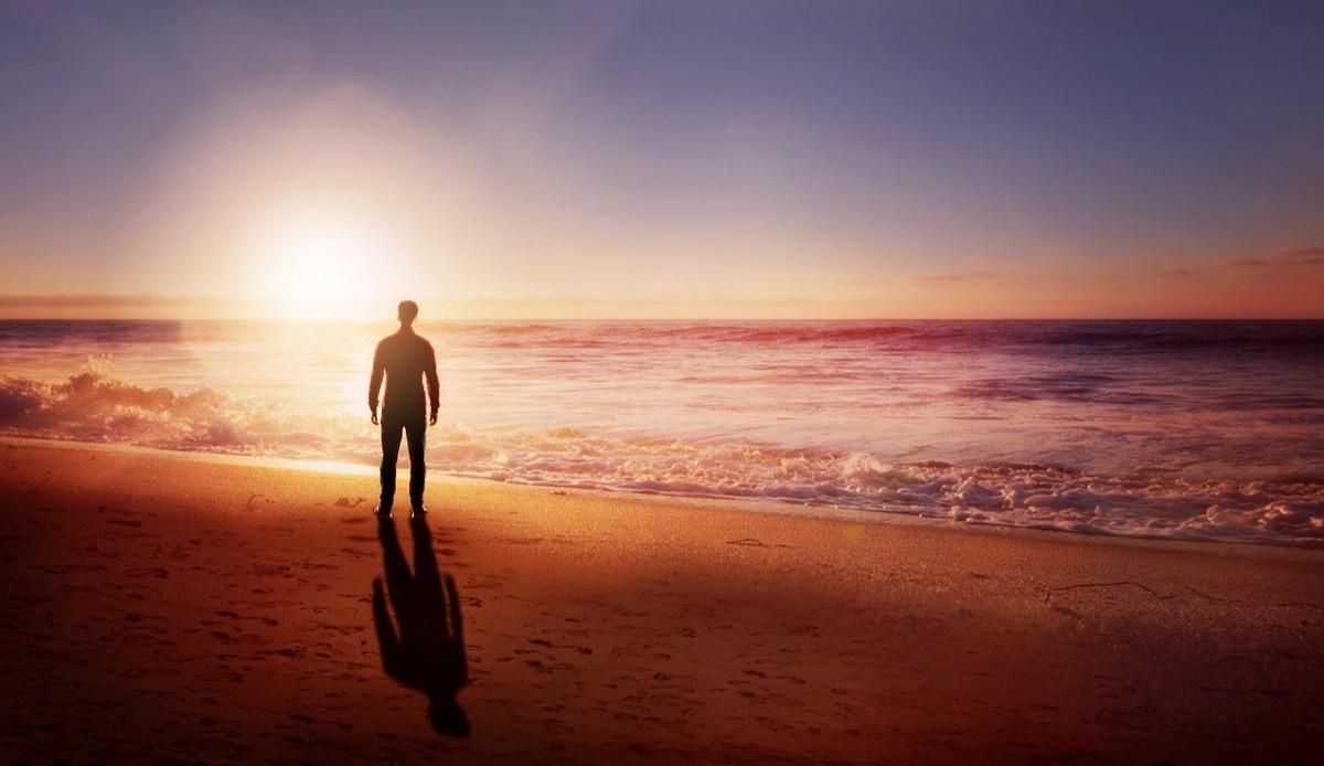 ビーチでひとりぼっち