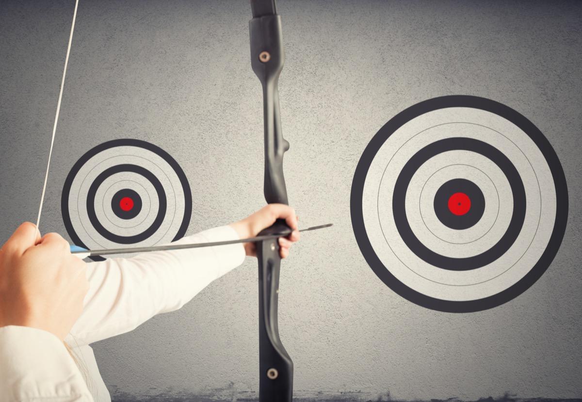 freepik-strike-the-biggest-target-achieve-more-important-goals-in-work-concept